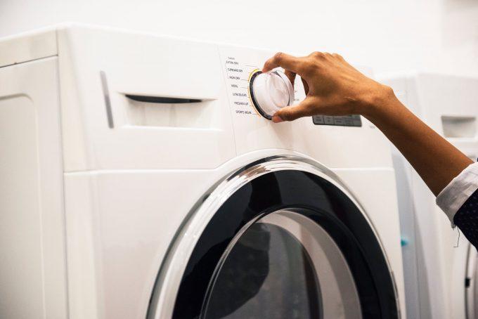 Bedienungsrad der Waschmaschine wird verstellt